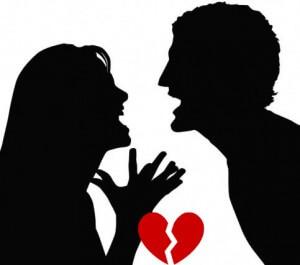Mann und Frau streiten und haben gebrochenes Herz